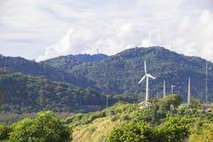Windturbine op de berg Stock Fotografie