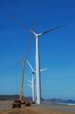 Windturbine unter Pflege Stockbild