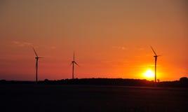 Windturbine während des Sonnenuntergangs Stockfotografie