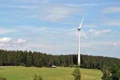 Windturbine - Zwart Bos Stock Afbeeldingen
