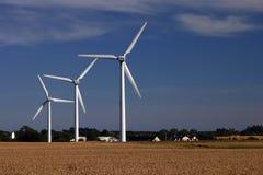 Windturbinen auf den Gebieten Stockfoto