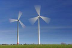 Windturbinen in der Bewegung Stockfoto
