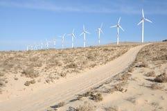 Windturbinen für erneuerbare Energie stockbilder