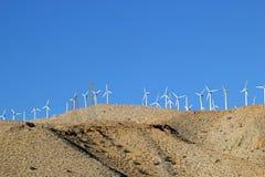 Windturbinen, gelbes Feld Lizenzfreie Stockfotos
