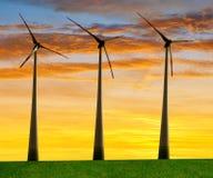 Windturbinen, gelbes Feld Stockfotos