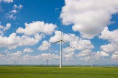 Windturbinen, gelbes Feld stockbild
