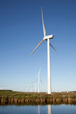 Windturbinen und -kanal Lizenzfreie Stockfotos