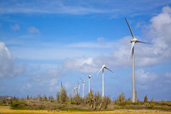 Windturbiner i öken Arkivbild