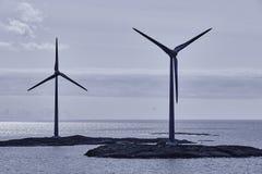 Windturbiner på solnedgången förnybar energi Finland seascape Fotografering för Bildbyråer