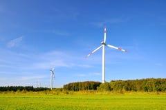 Windturbiner som frambringar elektricitet Arkivfoton