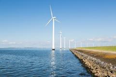 Windturbines вдоль голландского свободного полета Стоковая Фотография RF