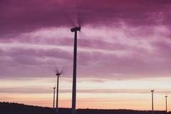 Windturbines на заходе солнца Стоковые Изображения RF
