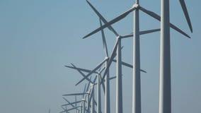 Windturbines, alternative Energie produzierend stock footage