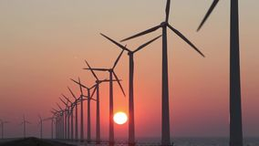Windturbines, alternative Energie produzierend stock video footage