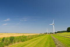 Windturbines in landbouwlandschap Stock Foto