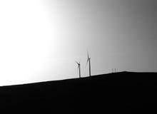Windturbines op een heuvel Royalty-vrije Stock Afbeeldingen