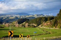 Windturbines op heuvels Stock Afbeelding