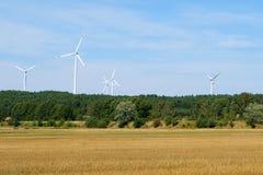 Windturbines/windmolens in landelijk landschap - duurzame energie Royalty-vrije Stock Afbeelding