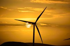 Windturbinesonnenaufgang Stockfotos