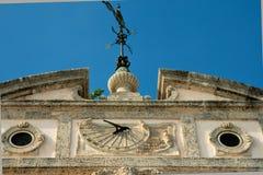 Windwijzer bovenop Herenhuis Royalty-vrije Stock Afbeeldingen