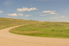 Windy Dirt Road acima de um monte imagem de stock royalty free
