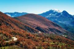 Windy Road nelle alpi albanesi Fotografia Stock