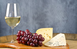 Free Wine And Cheese 3 Royalty Free Stock Photography - 28505137