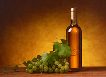 Wine with bunch of grapes Royalty Free Stock Photography
