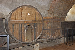 Wine cellar and wine barrels Royalty Free Stock Photography