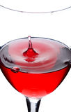 Wine de la groseille rouge avec l'éclaboussure de la baisse Photos stock