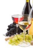 Wine en fruit en verre et de raisin sur le blanc Images libres de droits