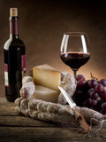 wine för ostdruvasalami arkivbild