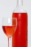 wine för rose för bakgrundsflaskexponeringsglas vit Royaltyfri Fotografi