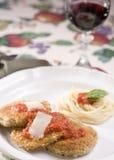 wine för vegan för aubergineparmesanpasta röd Arkivbild