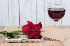 Wine glass with roses and blank tag Stock Photography