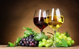 Wine glasses. Sweet grapes, wine kit Royalty Free Stock Photos