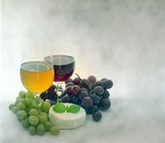 Wine grapes and cheese Royalty Free Stock Photography