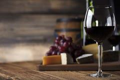 Wine och ost royaltyfri foto