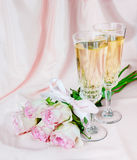 Wine and pink roses Royalty Free Stock Photos