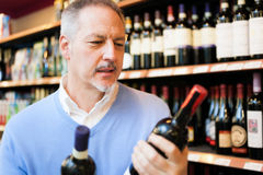 Wine shopping Royalty Free Stock Photography