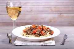 Wine and spaghetti with chopped meat Royalty Free Stock Photography