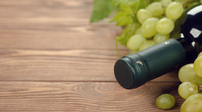 Wine and white grapes Royalty Free Stock Photography
