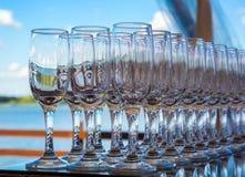 Wineexponeringsglas i en ro Arkivbild