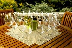 Wineexponeringsglas som är förberedda för wineavsmakning Fotografering för Bildbyråer