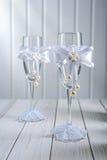 2 wineglasess ornated свадьбой пустых Стоковое Изображение