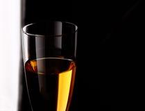 Wineglass z biały winem zdjęcia royalty free
