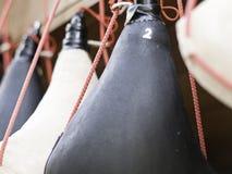 Wineskin, skóra, tradycyjna, wino, Spain antykwarski, hiszpański, przenośny, typowy, kolbiasty, czerwony, brown, skóra, napój, ro obraz stock