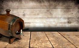 Winetrumman på trä bordlägger Royaltyfri Bild