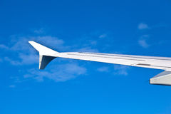 Wing of aircraft in blue sky Royalty Free Stock Photography