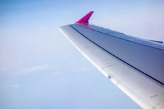 Wing of airplane flying Royalty Free Stock Photos